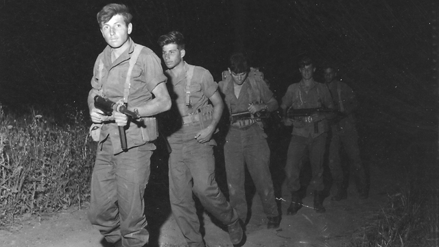Legendary Paratrooper and Warrior, Meir Har-Zion (a younger Har-Zion in image) joined his friend Kapusta's unit in the fighting.